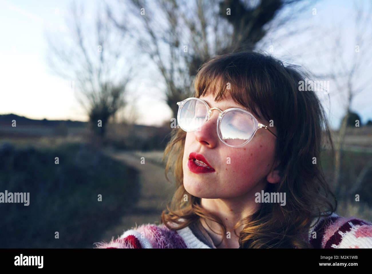 Jeune femme portant des vêtements rétro Photo Stock