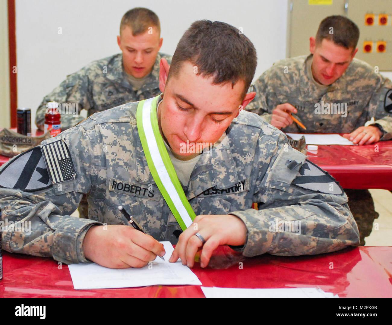 Vérifier sur l'apprentissage. SITE D'EXPLOITATION D'URGENCE guerrier, l'Iraq - SPC. Alvin Roberts, Photo Stock