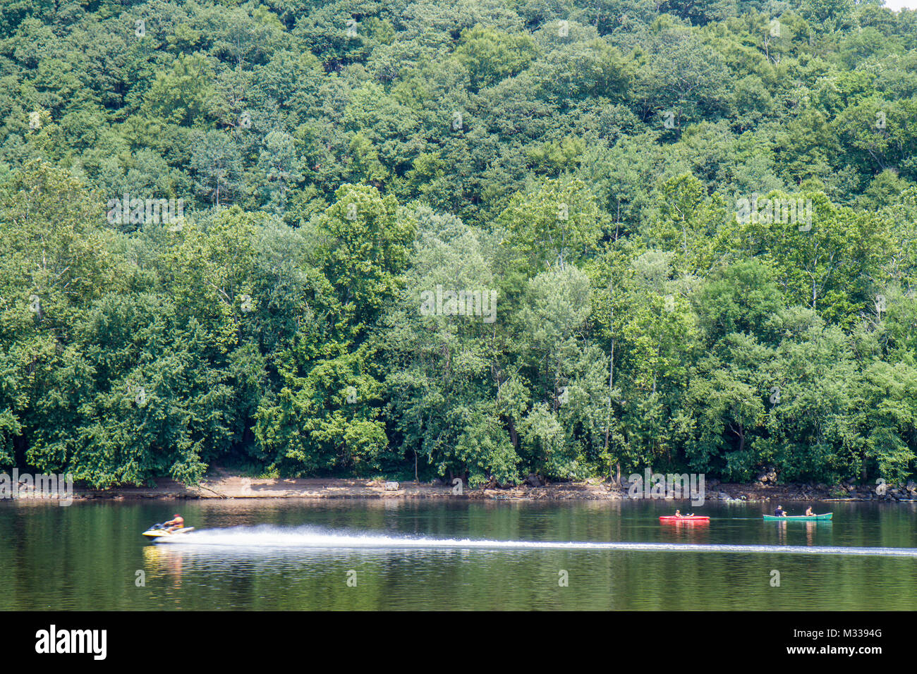 Point Pleasant, New Jersey New Jersey Delaware River View River Outfitters canoe arbres paysage ligne loisirs jet Photo Stock