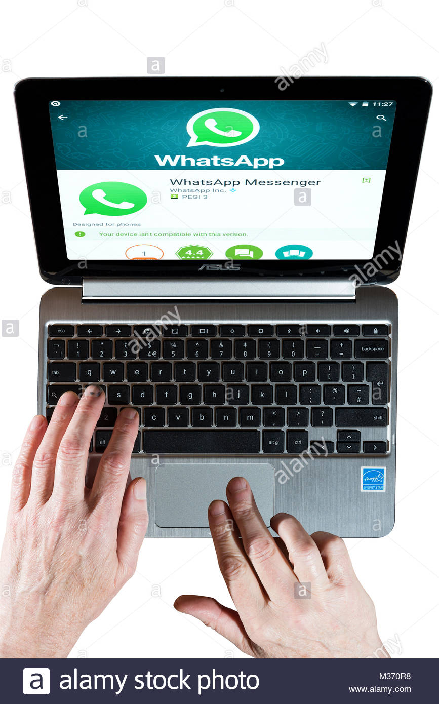 Un Chromebook Asus avec Whatsapp Messenger, l'application de messagerie instantanée, sur l'écran. Photo Stock