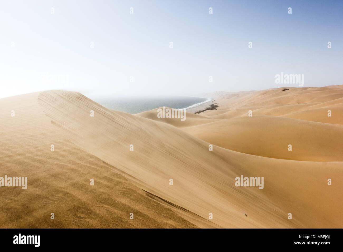 Sandwich Harbour, où le désert rencontre l'océan, la Namibie, l'Afrique Banque D'Images