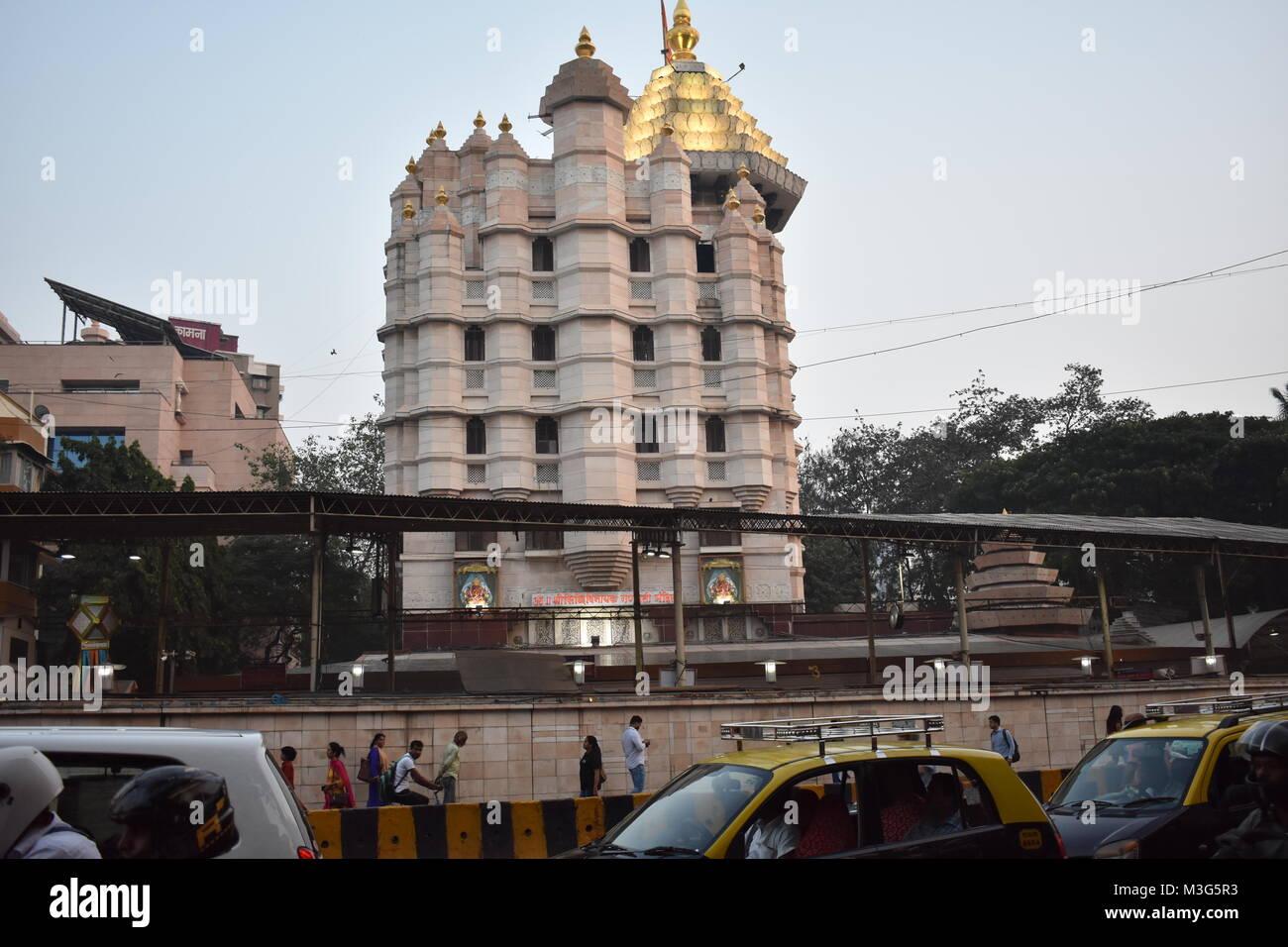 Le Shree Siddhivinayak Ganapati Mandir est un temple dédié au dieu hindou Shri Ganesh. Il est situé à Prabhadevi, Mumbai, Maharashtra. Banque D'Images