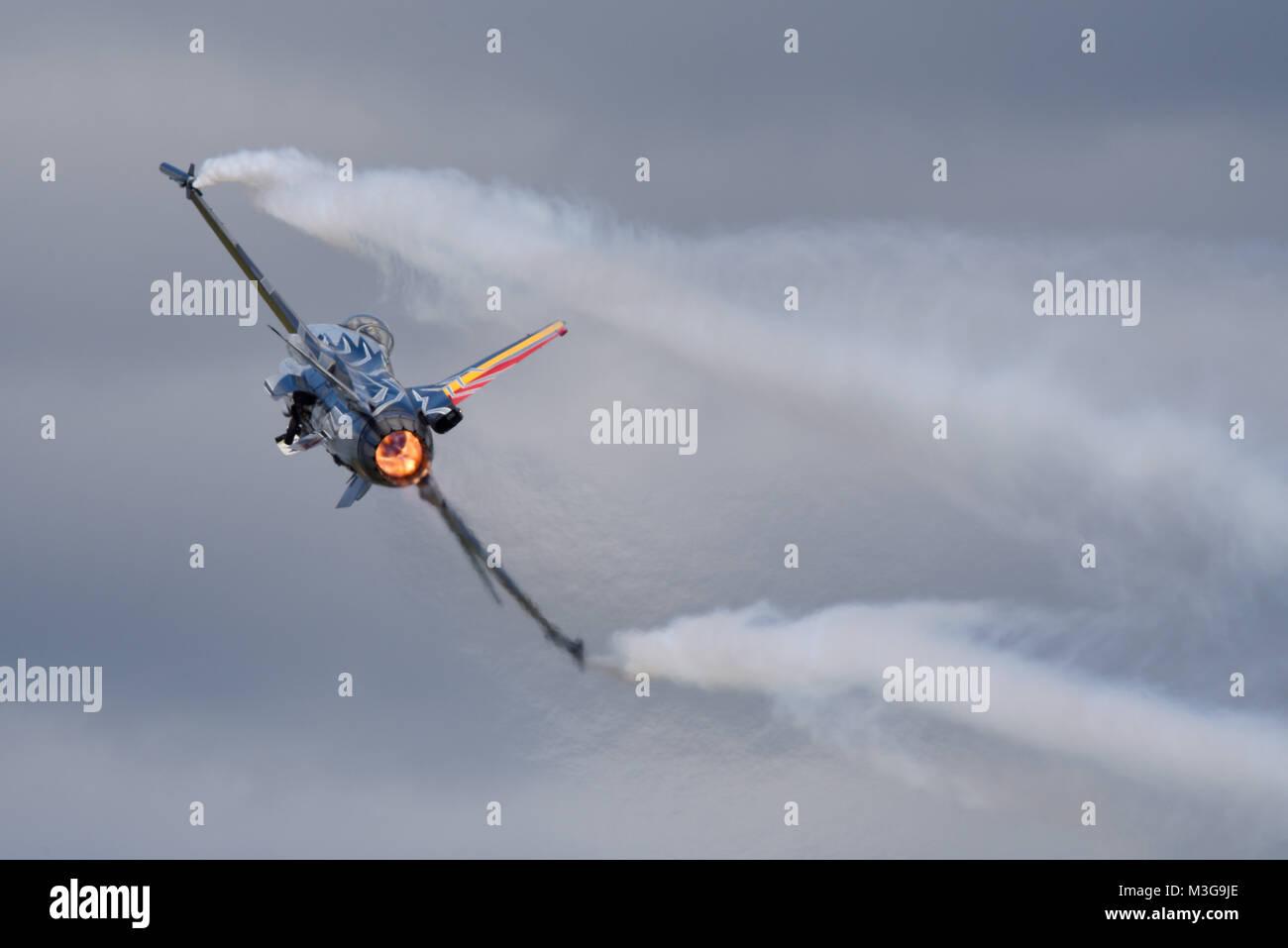 La Force aérienne belge Lockheed F16 Fighting Falcon au Royal International Air Tattoo à Fairford re post-combustion de la composante aérienne belge de la chaleur de l'espace pour copier Banque D'Images