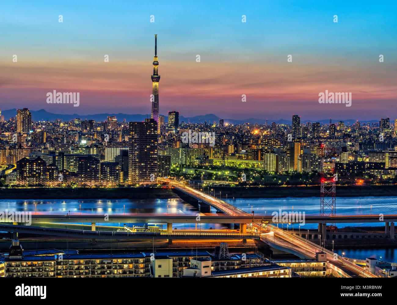 L'île de Honshu, Japon, Tokyo, Kanto, Skyline at Dusk. Photo Stock