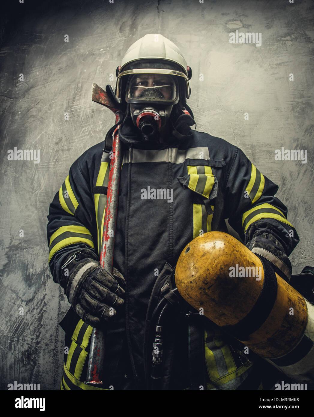 Portrait de pompier en uniforme de la sécurité. Photo Stock