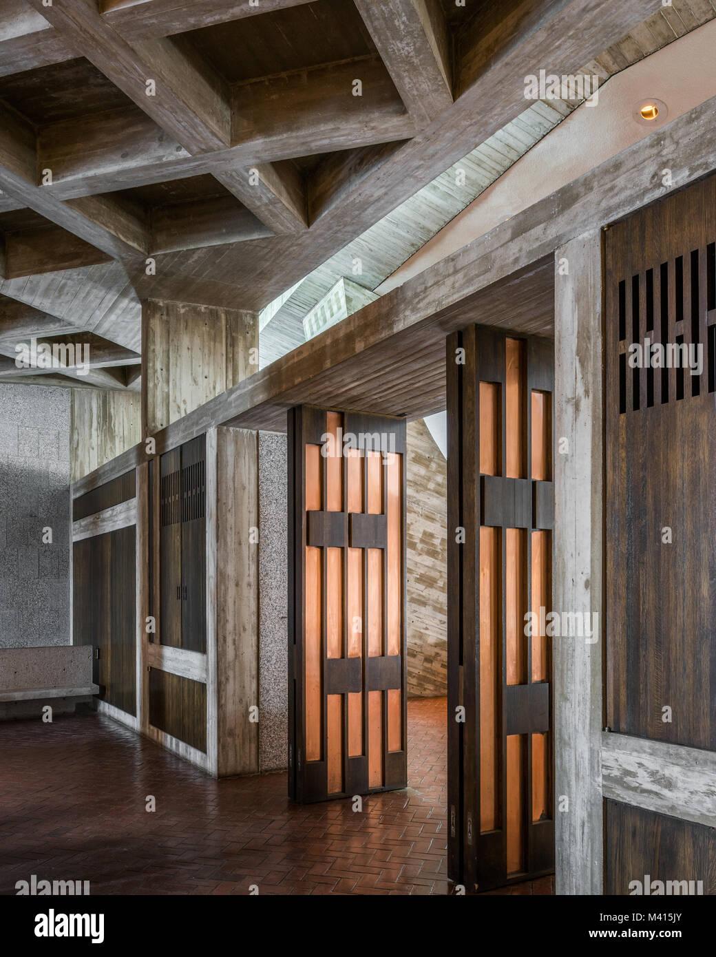 L\'intérieur de l\'église de l\'abbaye de Collegeville, MN conçue par ...