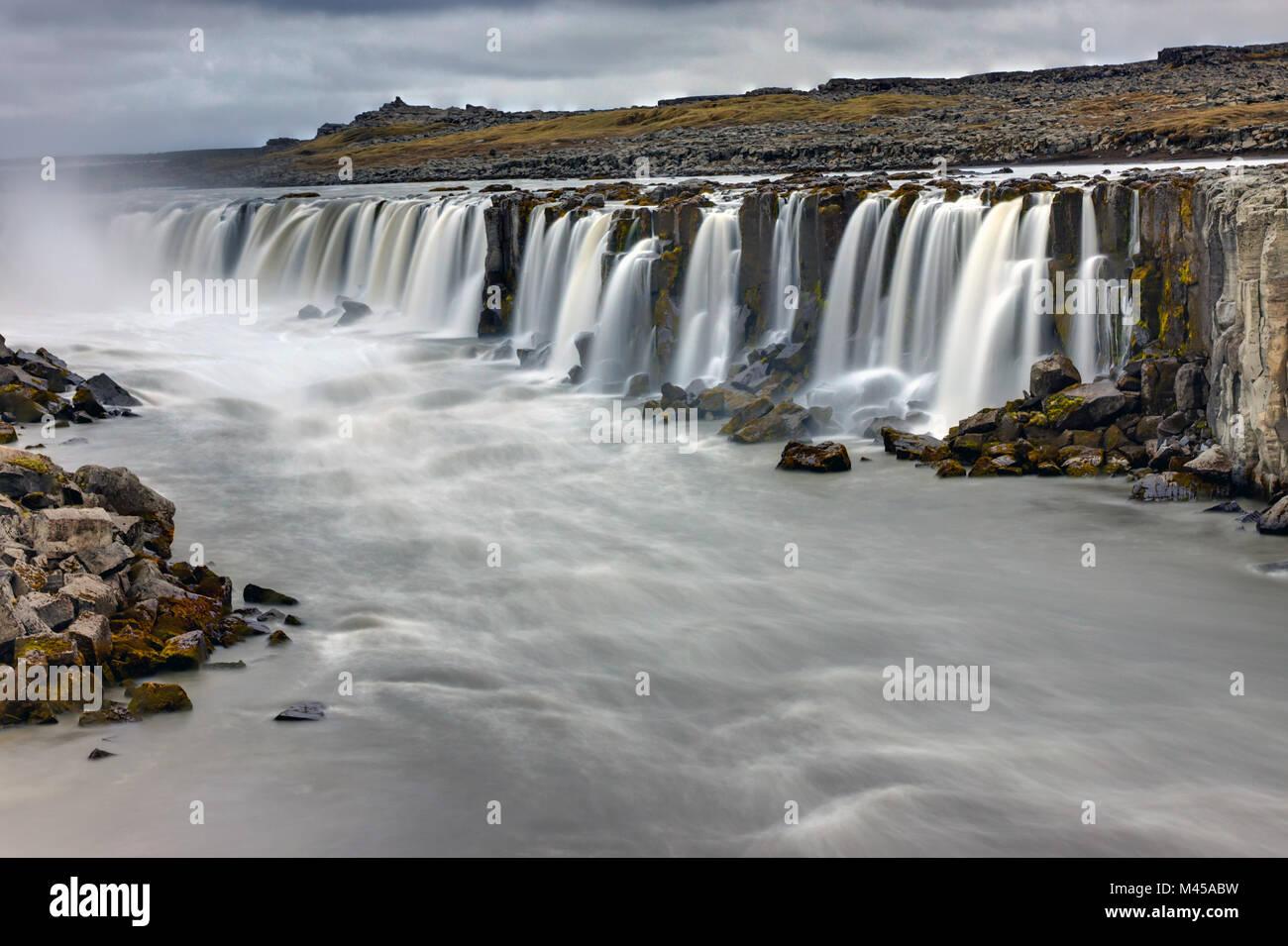 Le puissant Selfoss waterfall en Islande sur un rai Banque D'Images
