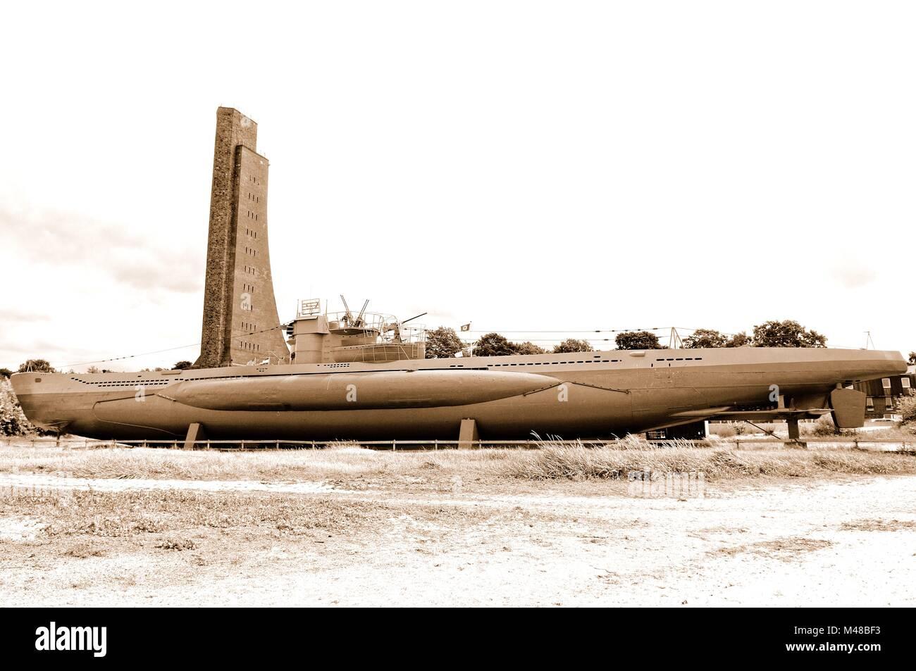Sous-marin et le Mémorial naval de Laboe Allemagne sépia Banque D'Images