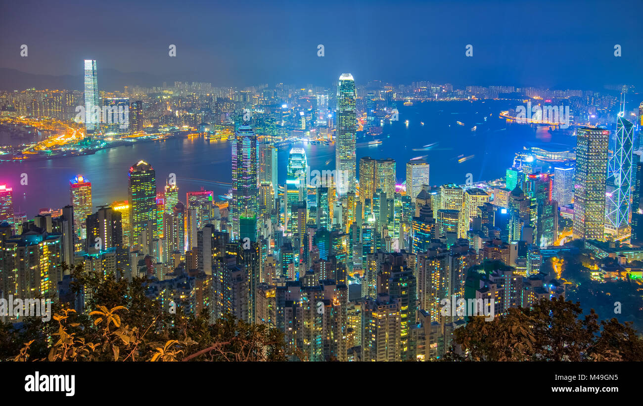 Hong Kong cityscape at night vue depuis le Sommet. Photo Stock