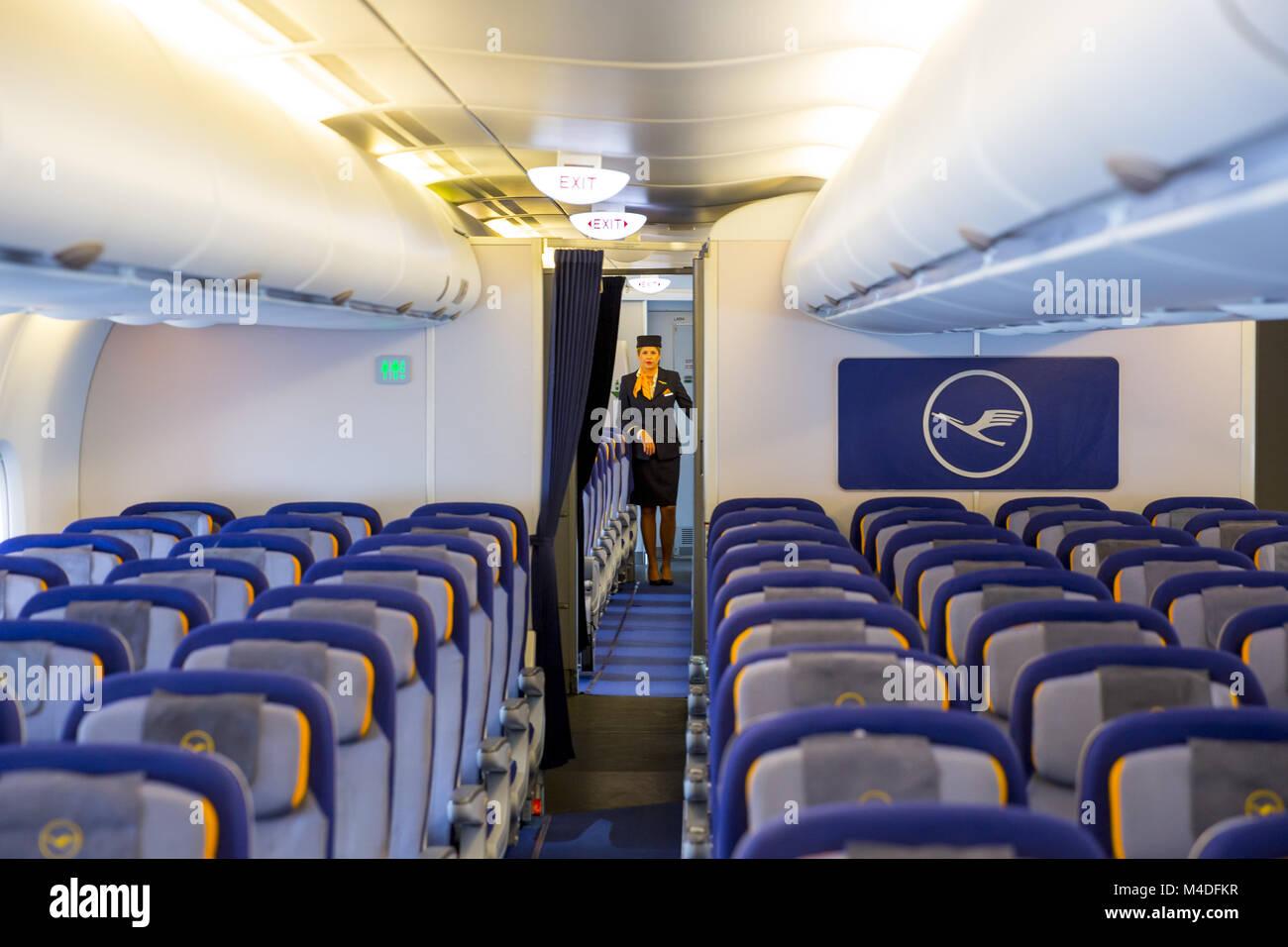 Lufthansa Airbus A380 avion hôtesse de l\'intérieur Banque D\'Images ...