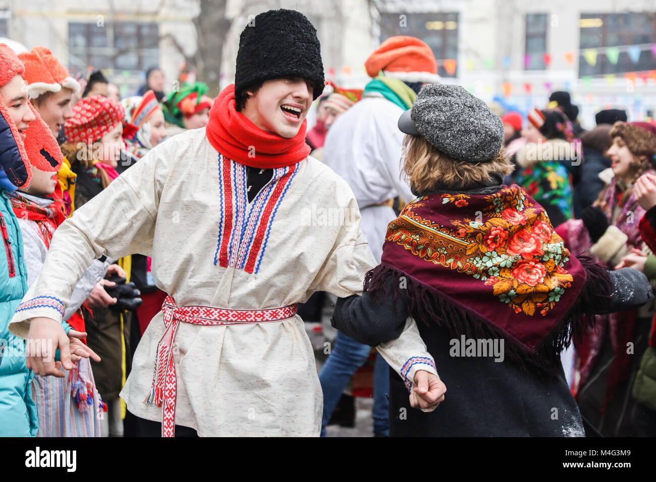 Moscou, Russie. 16 Février, 2018. Moscou, Russie - 16 février 2018: Les gens en costume traditionnel lors d'une Banque D'Images