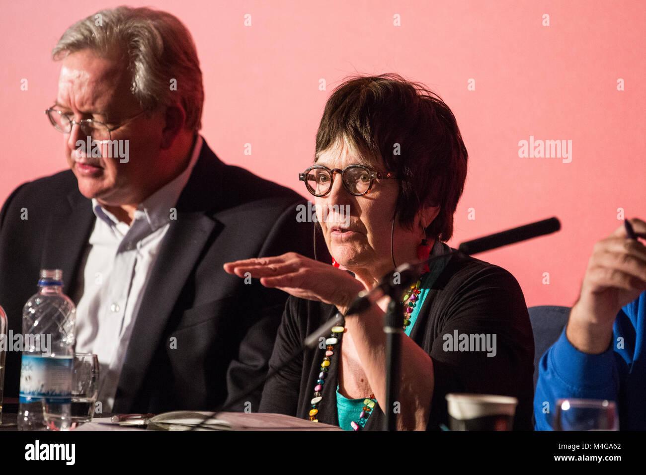 Londres, Royaume-Uni. 10 Février, 2018. Hilary Wainwright, éditeur de poivron rouge, traite de la main Photo Stock