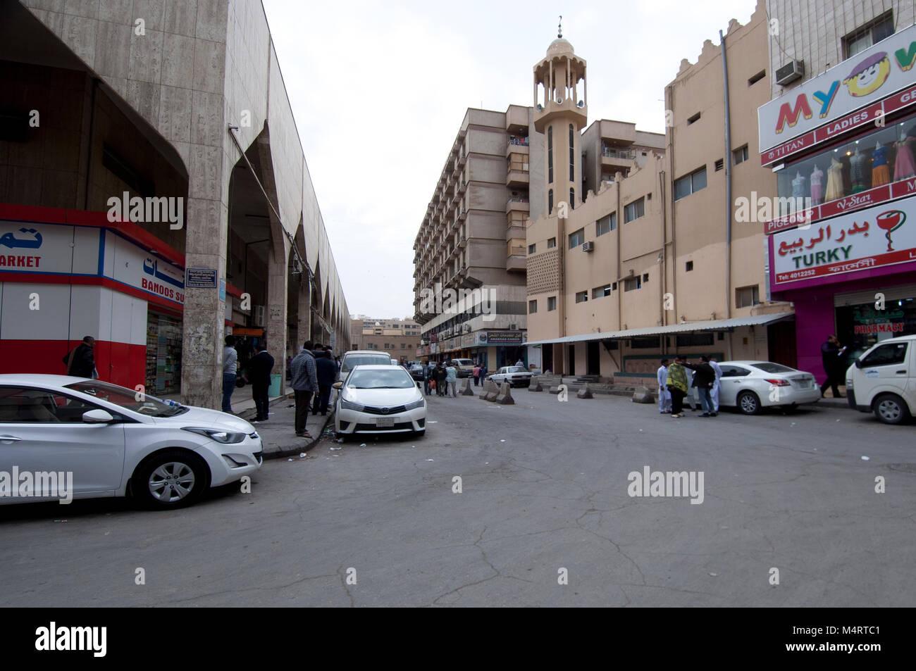 Boutiques et Shoppers dans vieille 'ville',Batha Riyadh Arabie Saoudite, 01.12.2016 Photo Stock