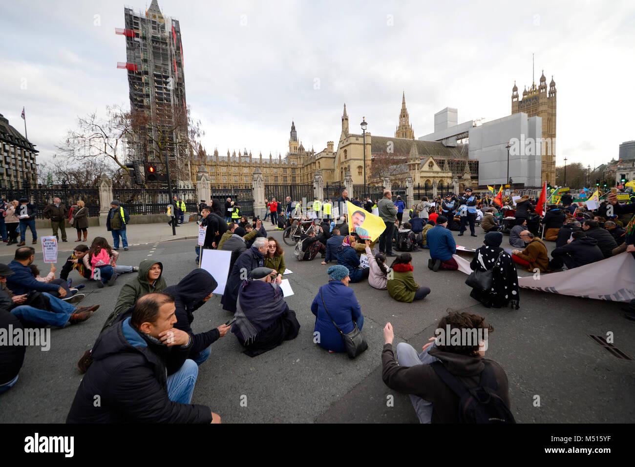 Asseyez-vous protester contre le Parlement. Manifestation contre les allégations de crimes de guerre turc à Photo Stock