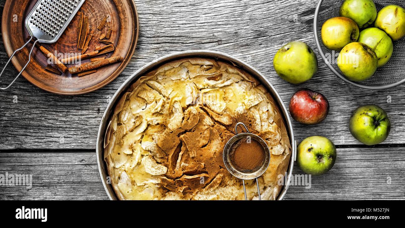 Tarte aux pommes et cannelle. Photo Stock