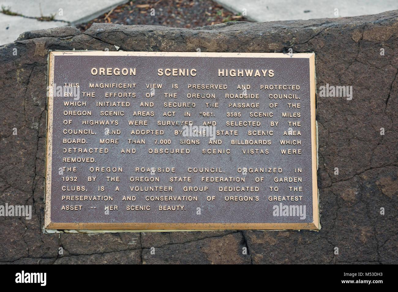 Les routes pittoresques de l'Oregon à la plaque d'un contrôle routier donnent sur. Photo Stock