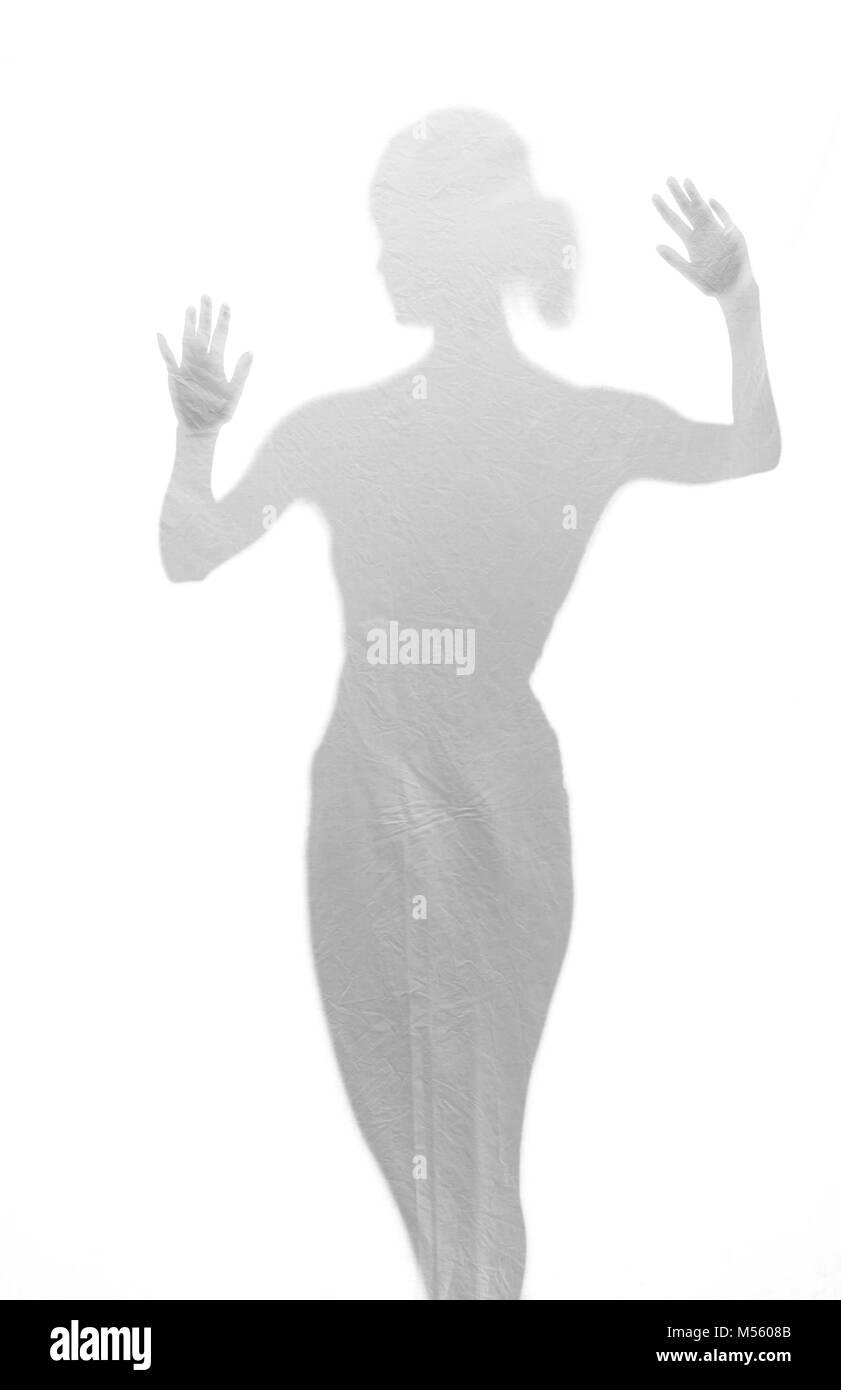 Femme derrière aluminium Banque D'Images