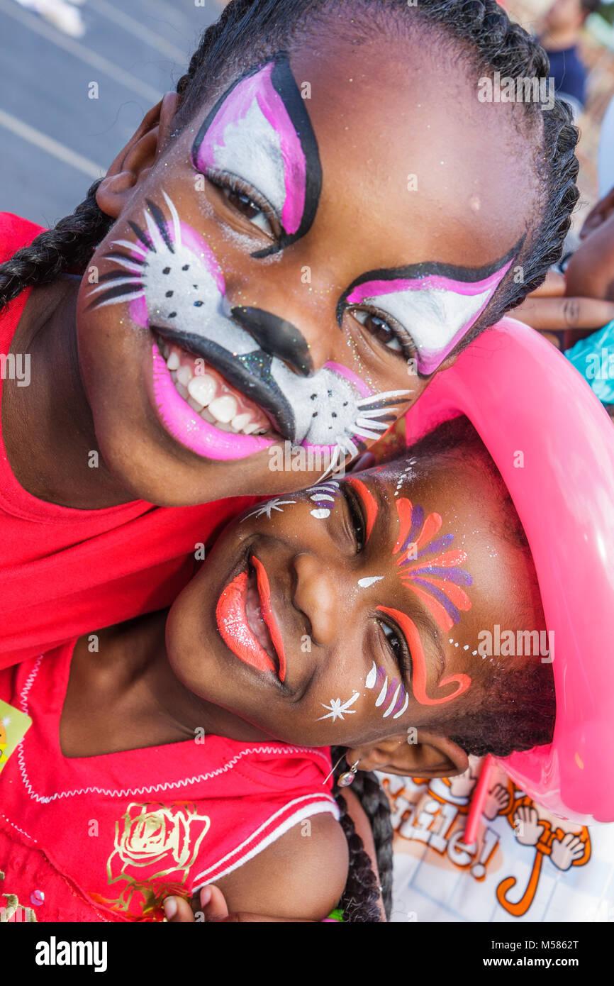 Les filles noires sœurs volontaires juifs chat visage Banque D'Images