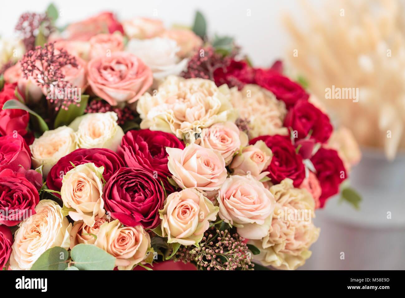Luxe Magnifique Bouquet De Fleurs En Boite Rouge Le Travail De La