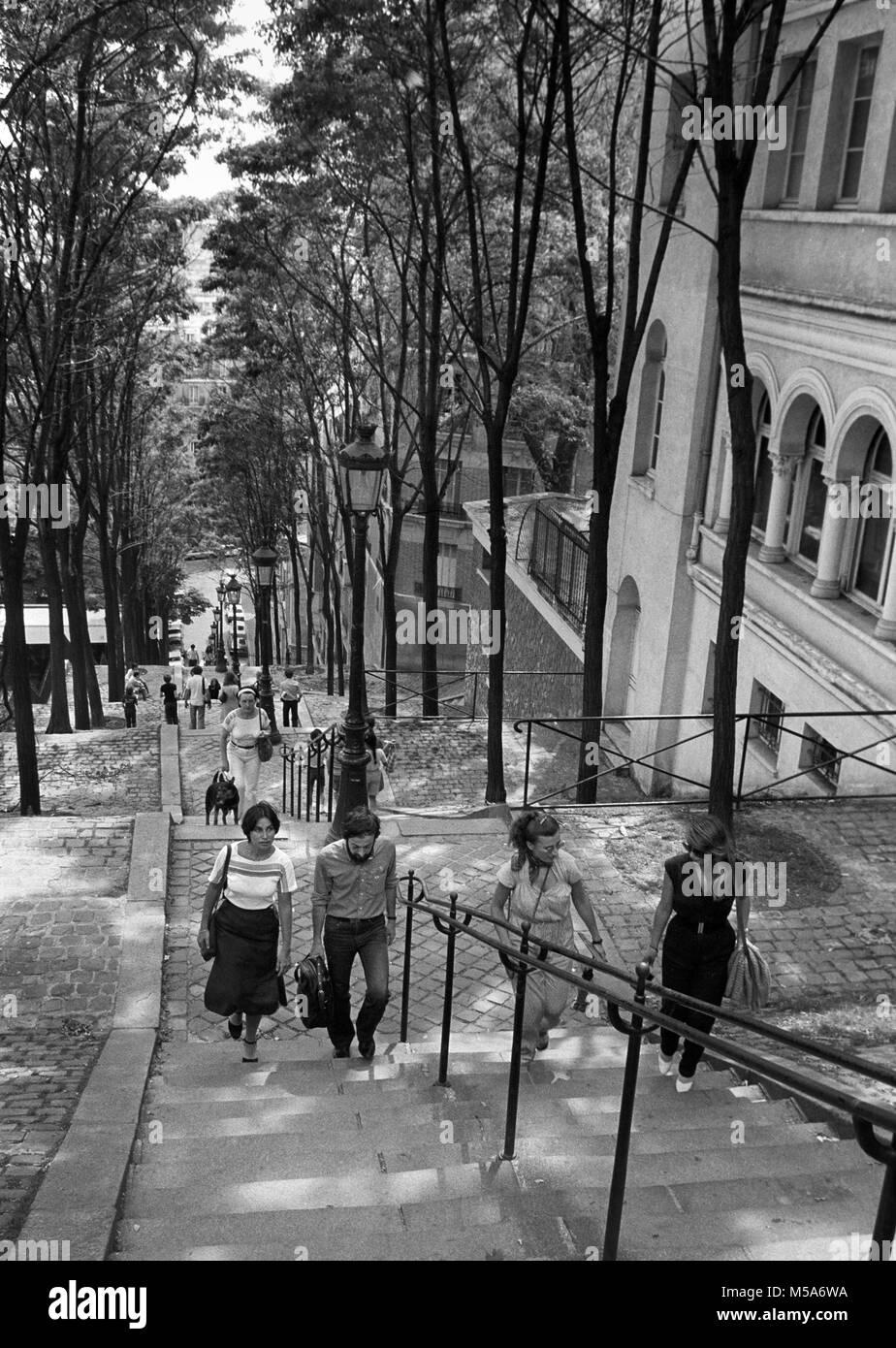 France, Paris, 18e arr, Montmartre, Rue Foyatier escalade visiteurs étapes jusqu'à la basilique du Sacré Cœur, dans Banque D'Images