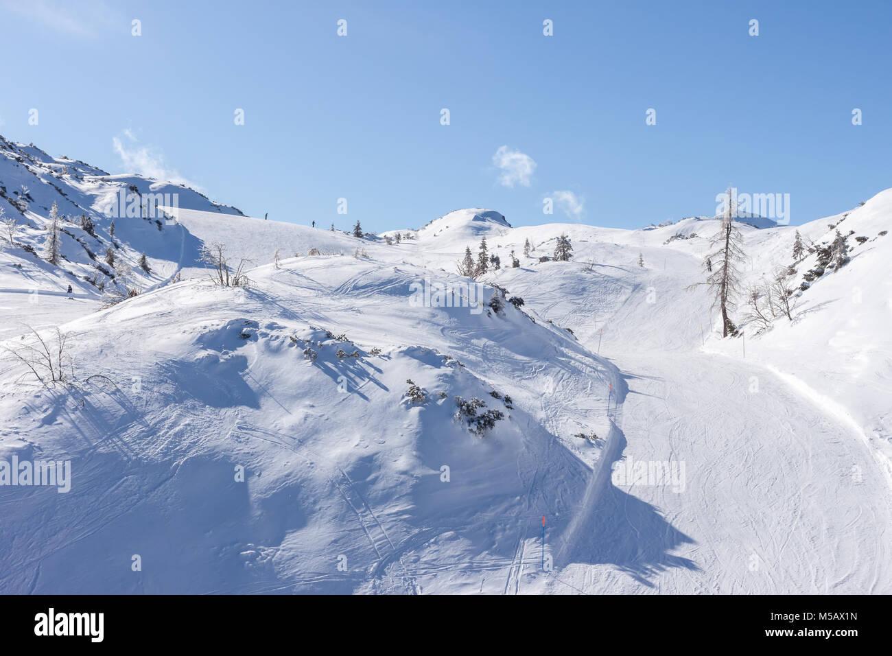 Station de ski d'hiver dans les Alpes Photo Stock