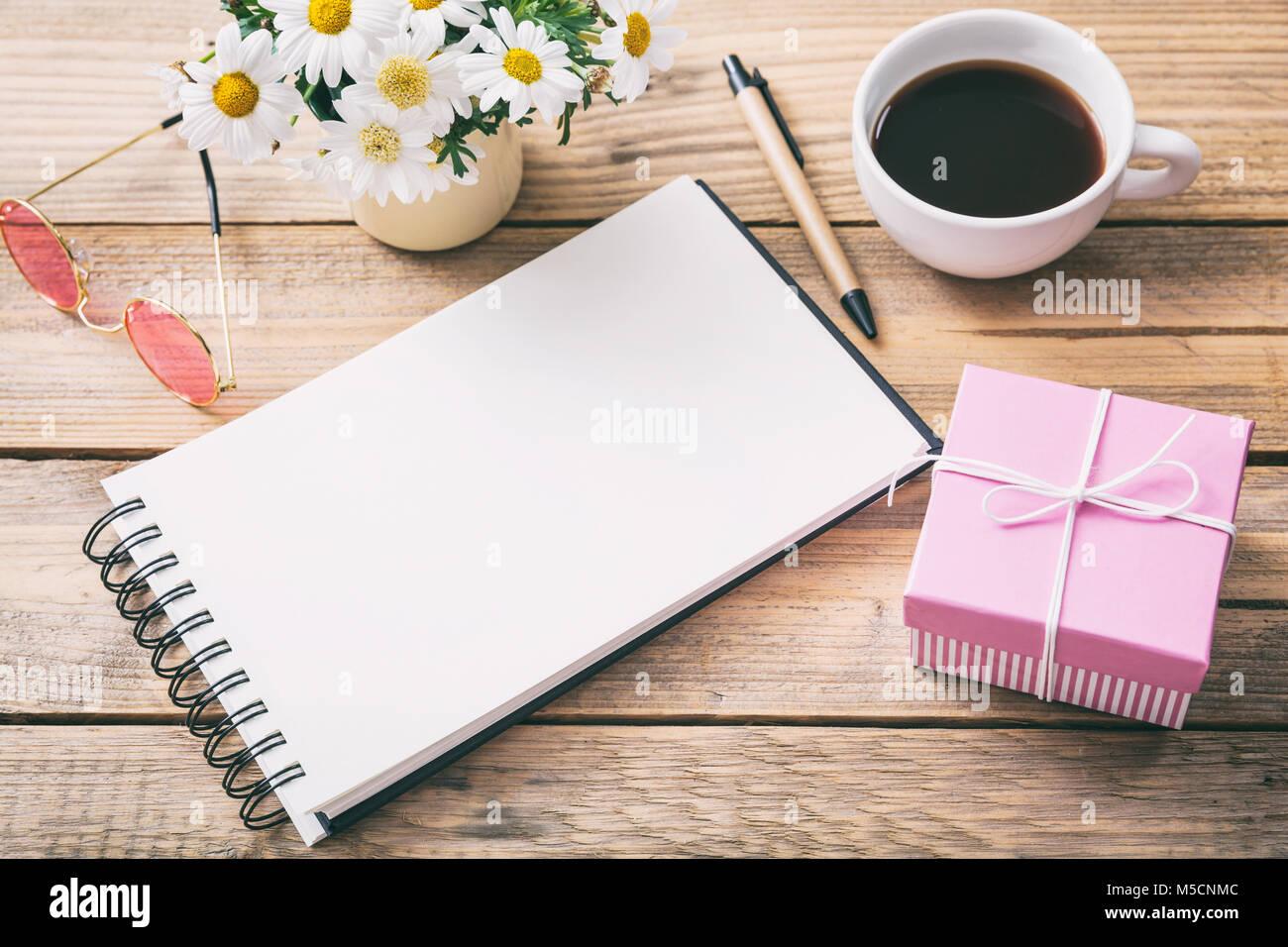 Cadeau pour une femme boîte cadeau rose et un blanc pour