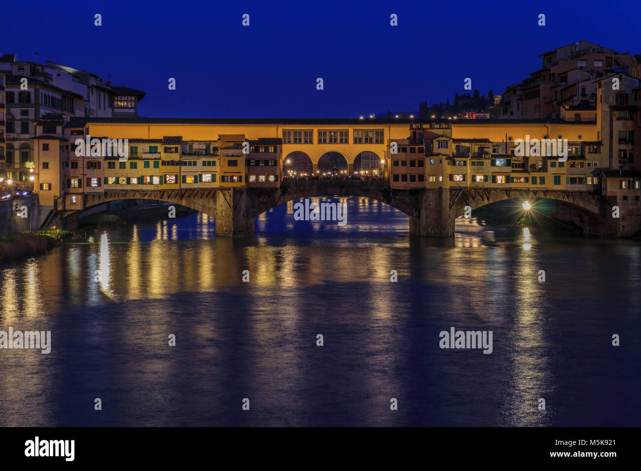 Le Ponte Vecchio à Florence (nuit) Photo Stock