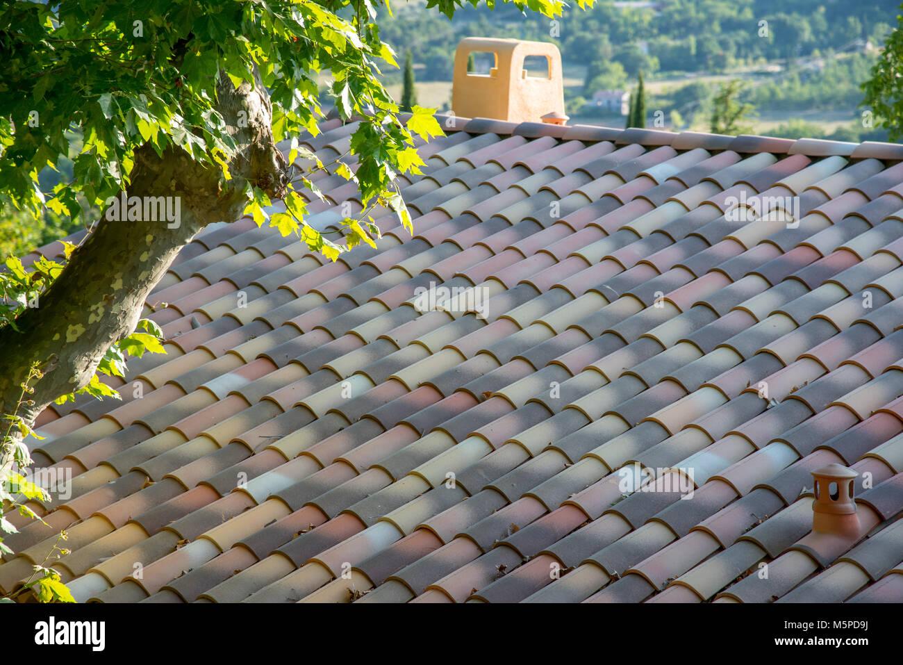 Maison Toit De France maison avec toit de tuiles au sud de france banque d'images