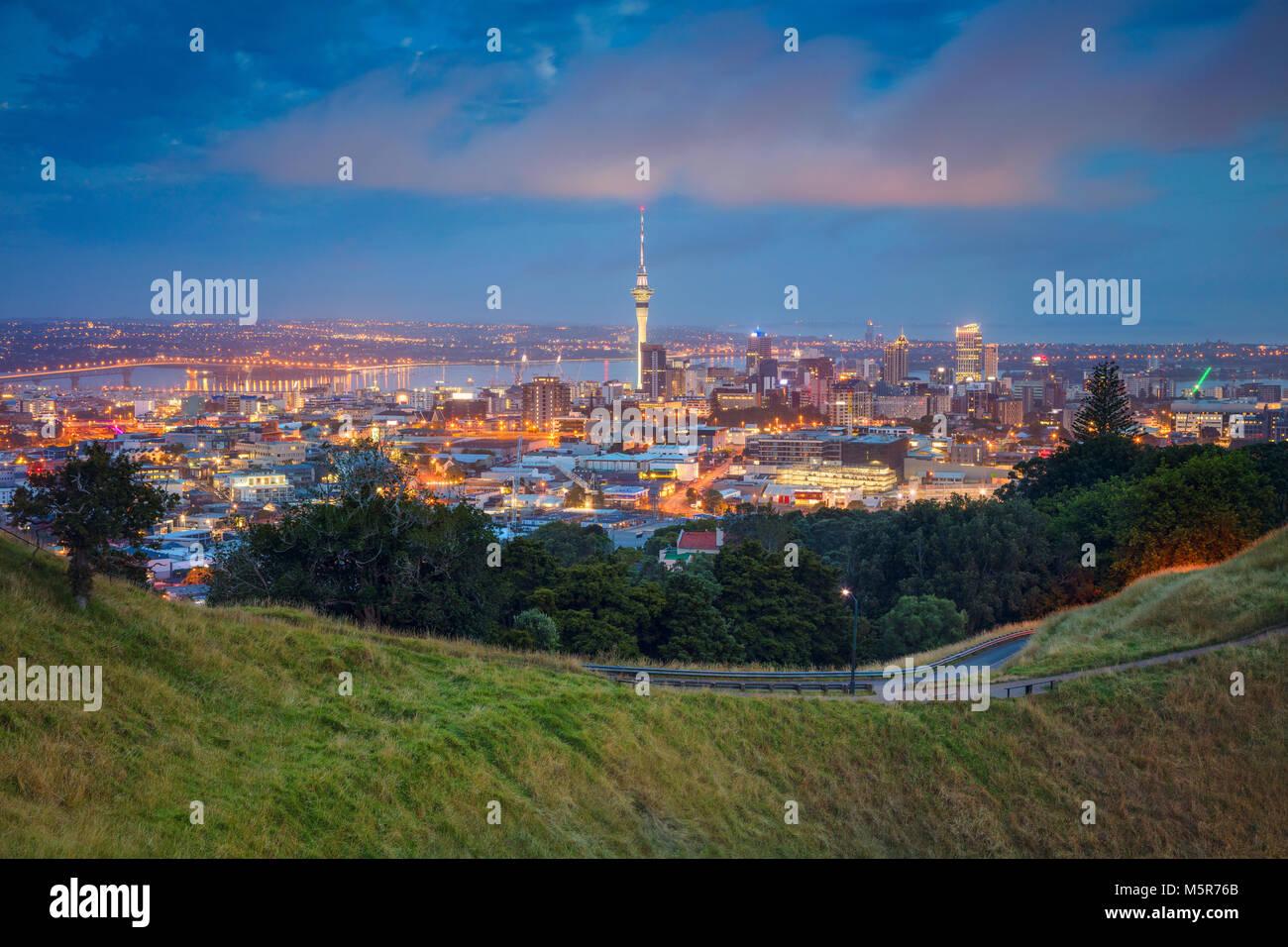 Auckland. Image de ville Auckland skyline, New Zealand prises de Mt. Eden à l'aube. Banque D'Images