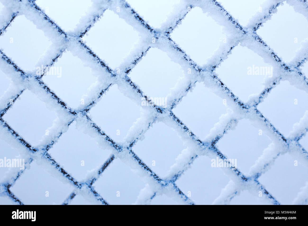 L'hiver dans le treillis métallique texture gel rhombus Banque D'Images