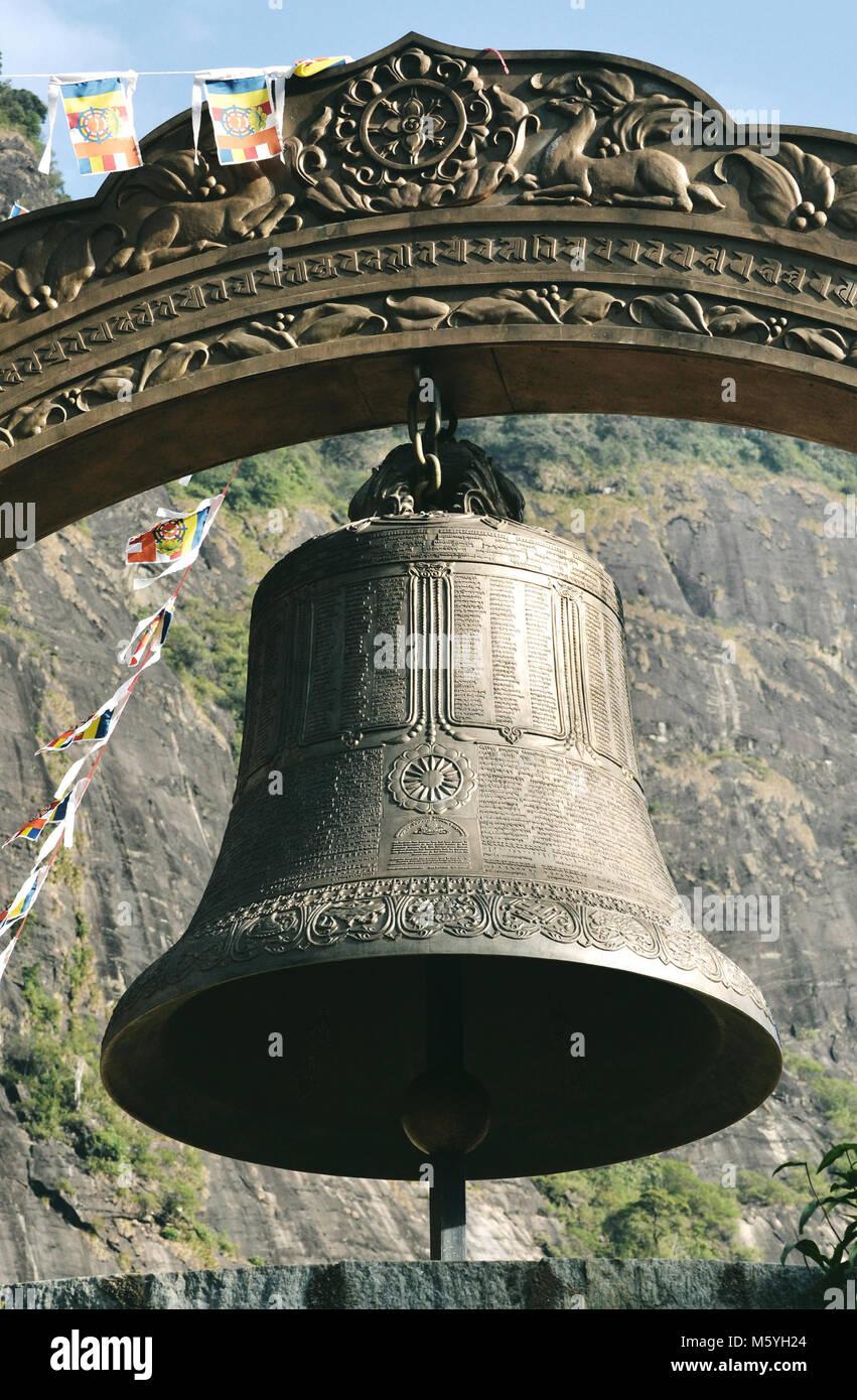 La Bell en vertu de Sri Pada, lieu de pèlerinage sur le Sri Lanka. Banque D'Images