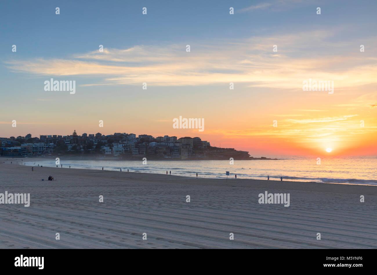La plage de Bondi au lever du soleil, Sydney, New South Wales, Australia Photo Stock