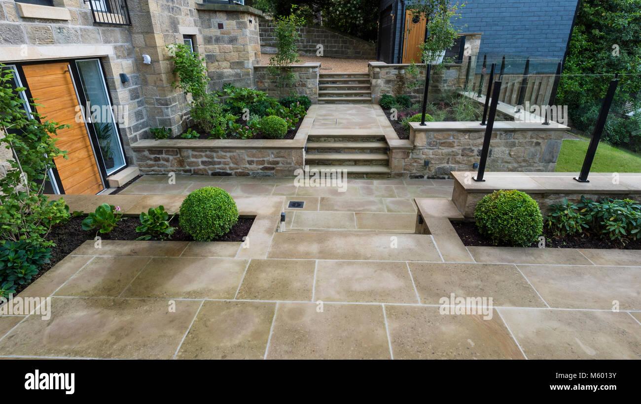 Petit coin de belle, paysagé, jardin privé avec un design ...