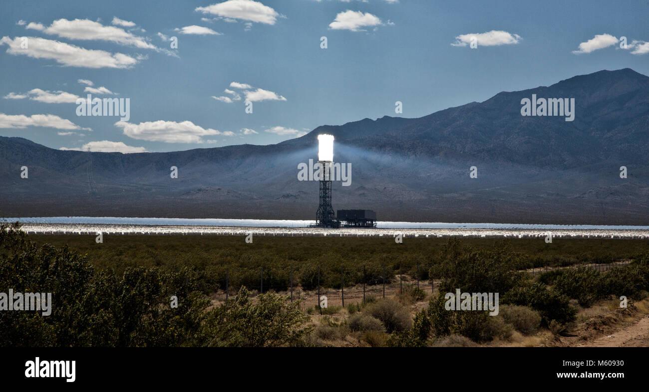 Vues de l'installation d'énergie solaire Ivanpah au Nevada Photo Stock
