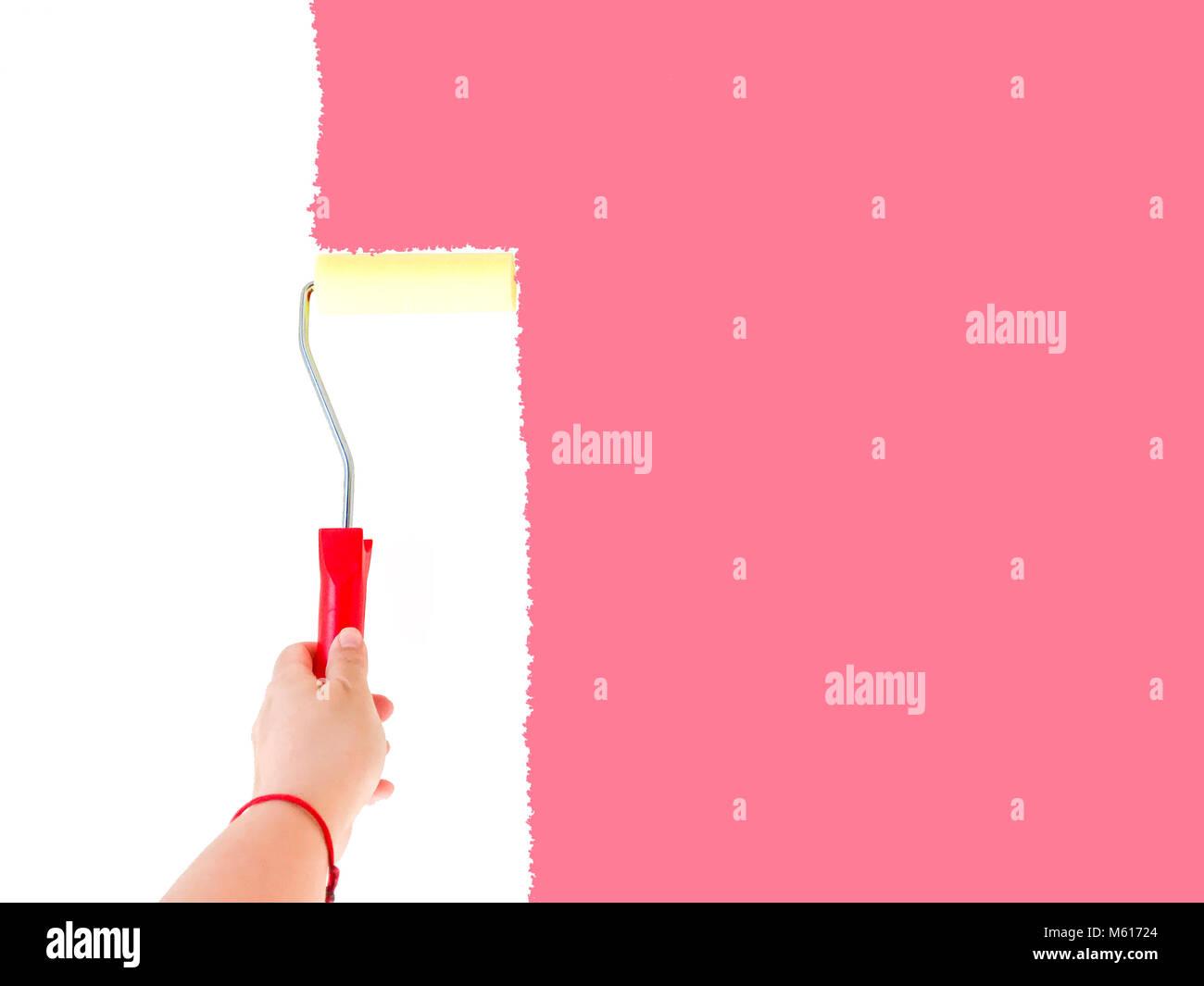 Personne à Peindre Un Mur Blanc Avec Une Brosse Rotative