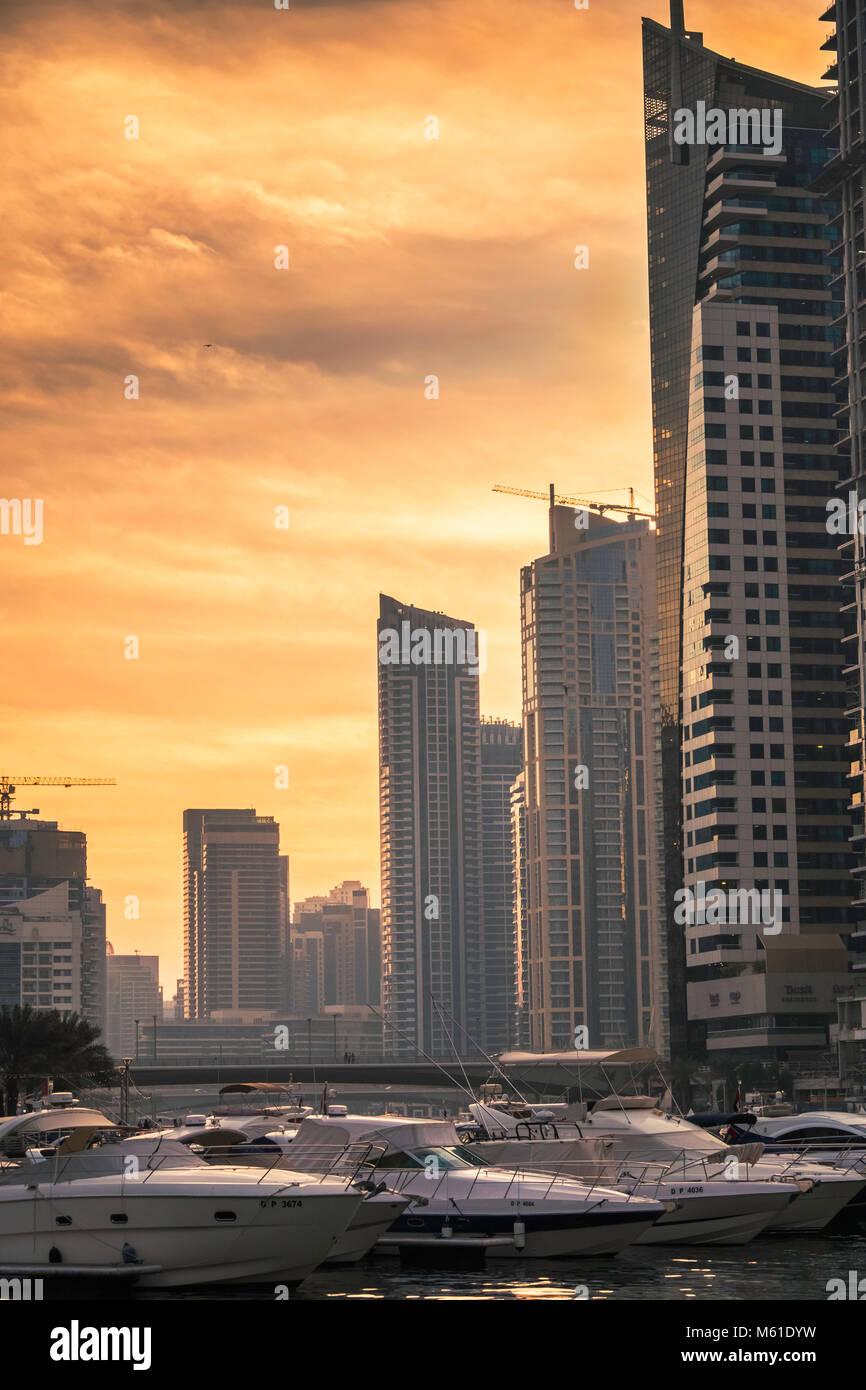 Dubai skyline at sundown, Marina de Dubaï, Emirats Arabes Unis. Photo Stock