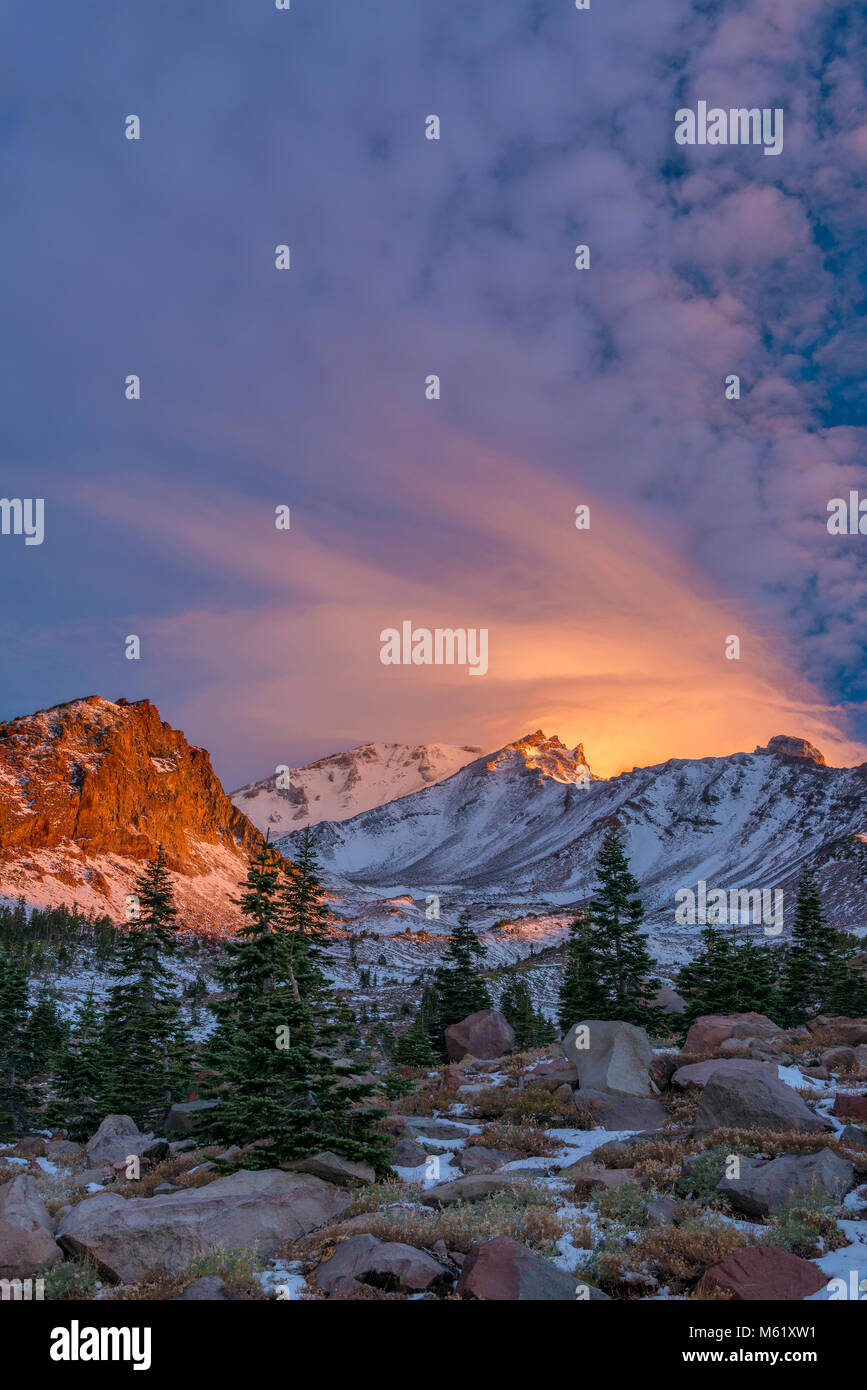 Lever du soleil, Panther pré, Mount Shasta, Californie, la Forêt Nationale de Shasta-Trinity Photo Stock
