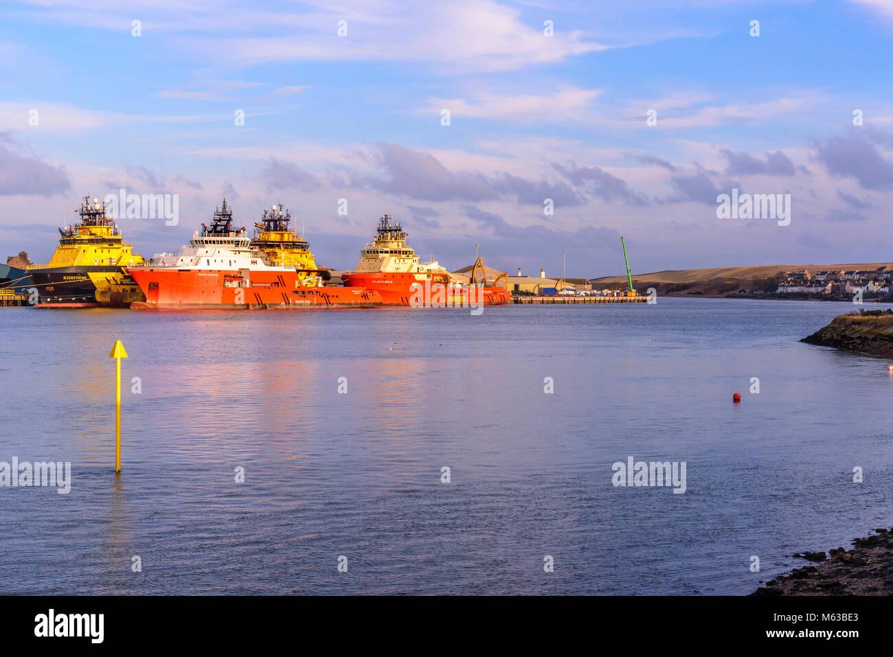 Industrie pétrolière Rig des navires de soutien à Montrose harbor, Scotalnd. Photo Stock