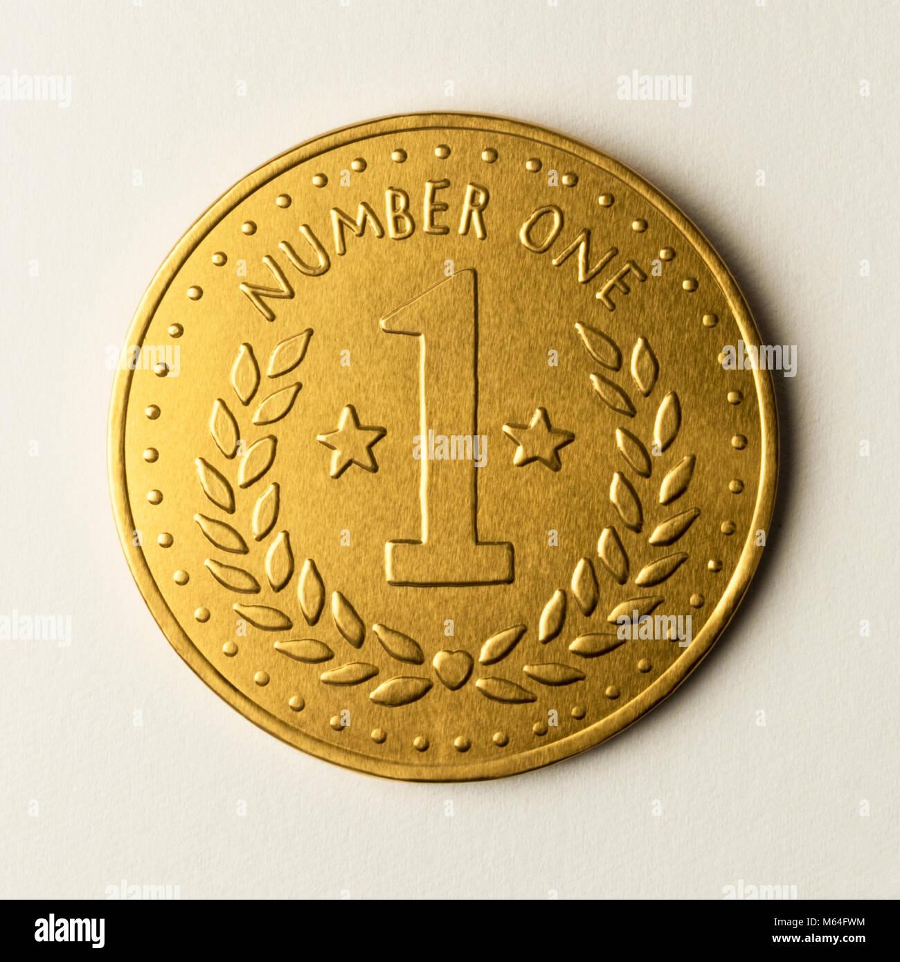 Nombre d'or une médaille, pièce de monnaie métallique, pour un chocolat de première classe, Photo Stock