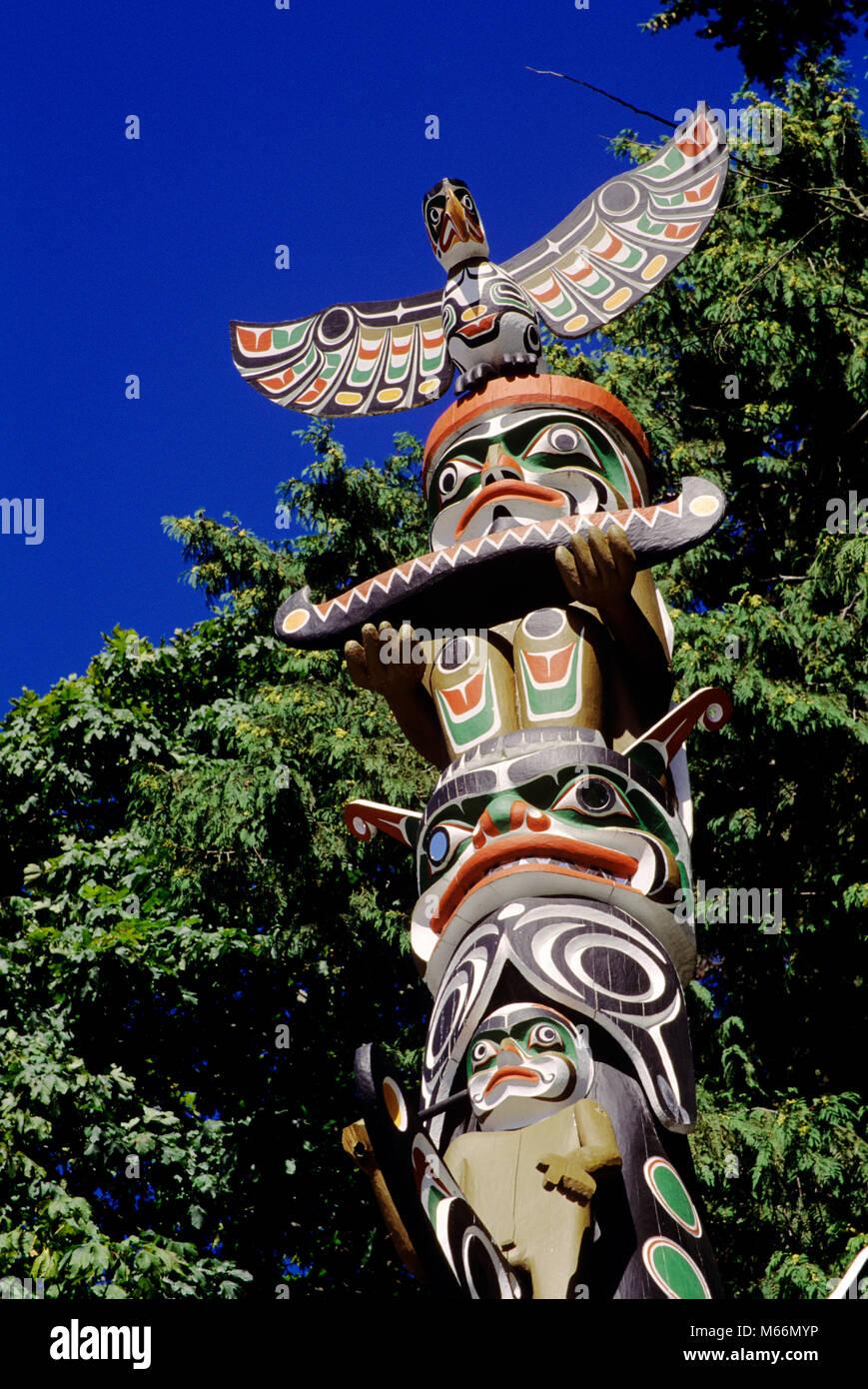 Années 1990, TOTEM, au parc Stanley, VANCOUVER BRITISH COLUMBIA CANADA - KR104076 KRU001 PEINT CRÉATIVITÉ Photo Stock