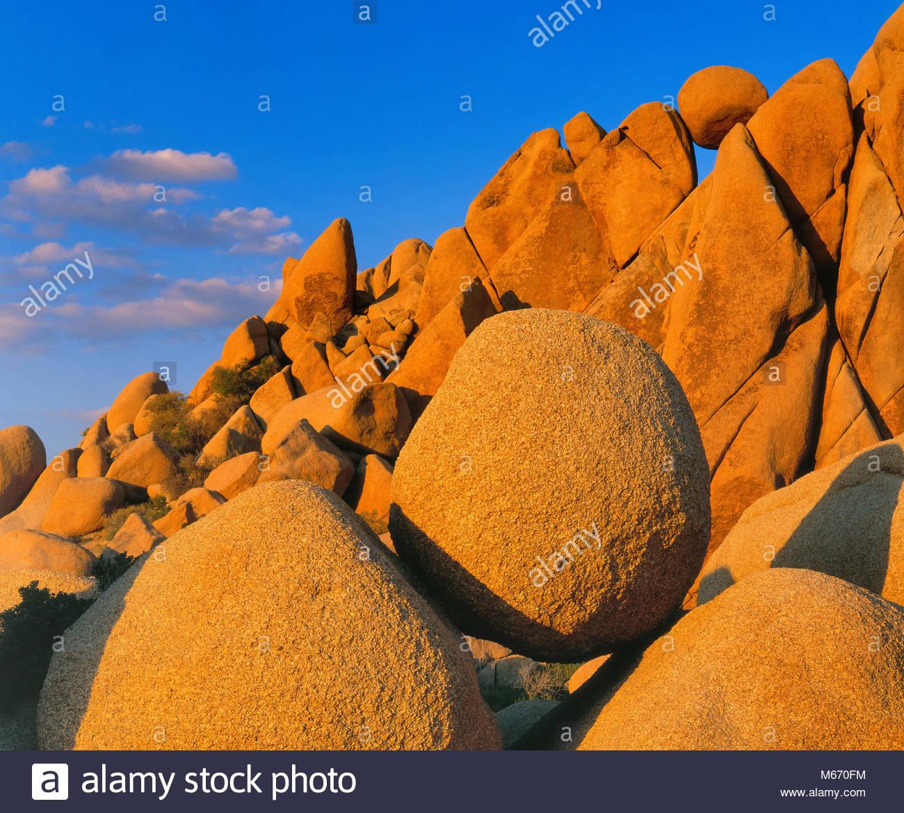 Les roches équilibré, Joshua Tree National Park, Californie Photo Stock