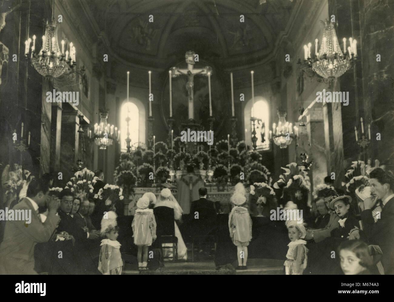 Le mariage dans l\u0027église catholique, l\u0027Italie 1950 Banque D