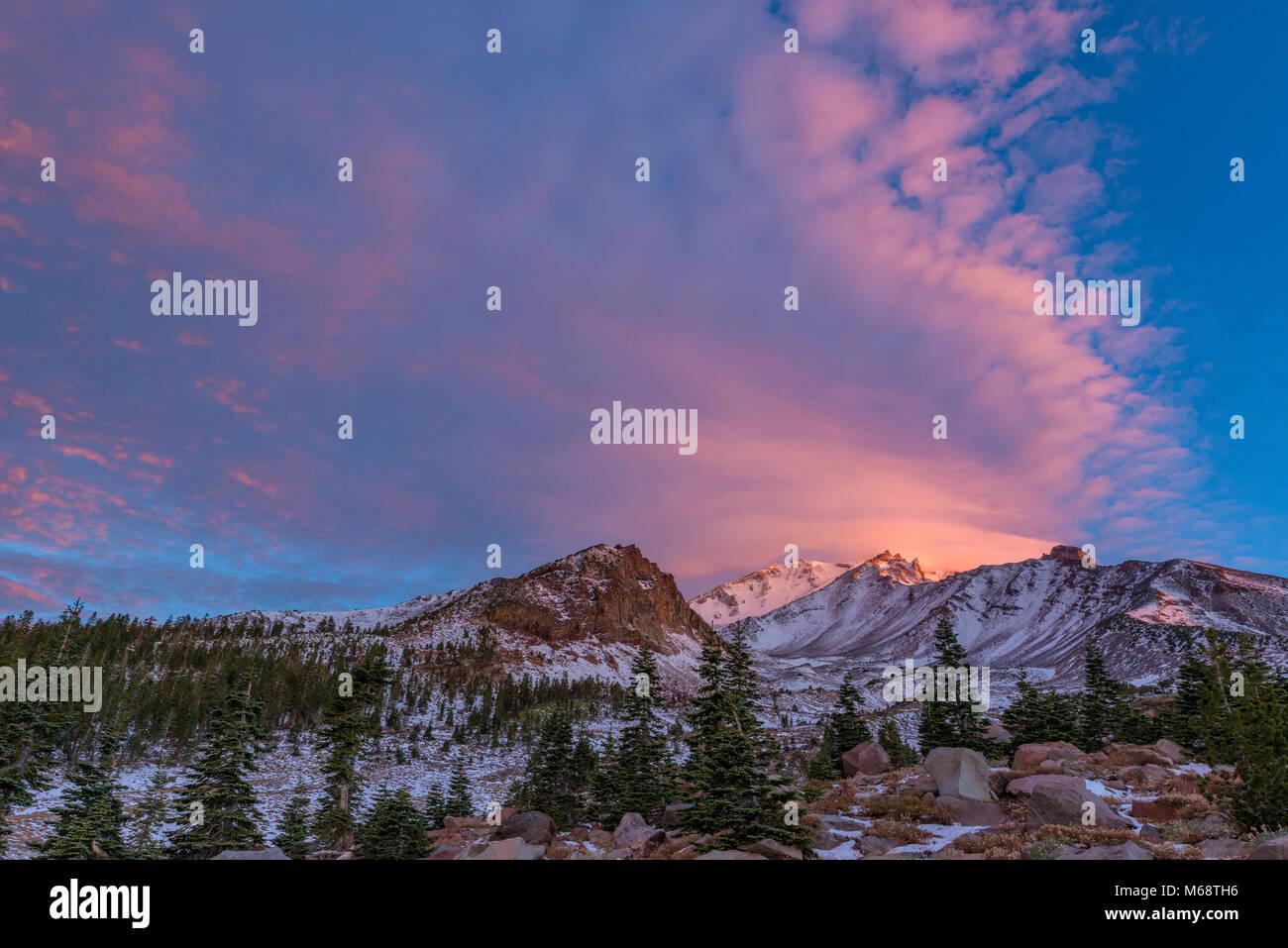 Lever du soleil, Panther pré, Mount Shasta, Californie, la Forêt Nationale de Shasta-Trinity Photo Stock