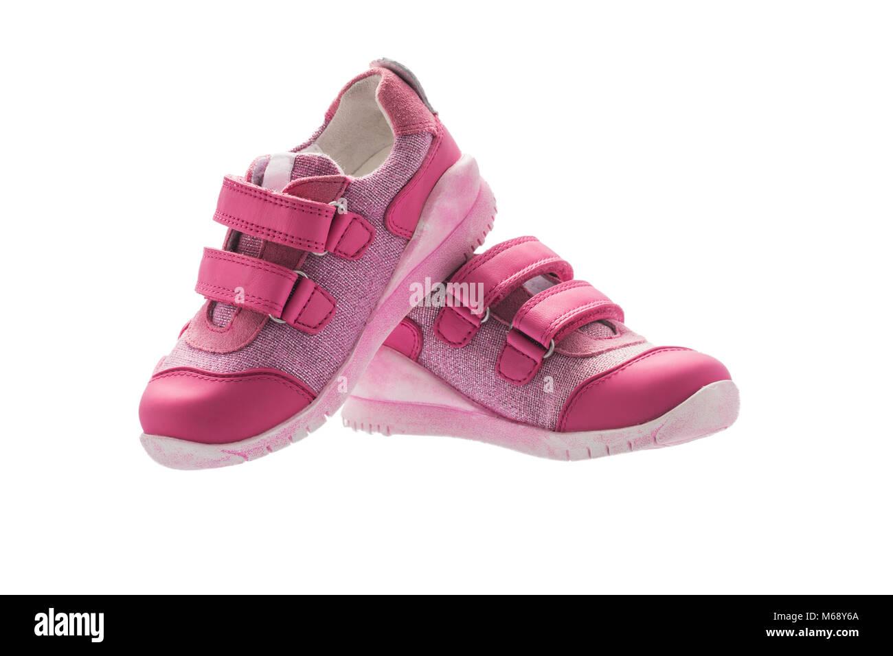 d73218d81ee3d Petit bébé fille chaussures de sport rose isolé sur fond blanc ...