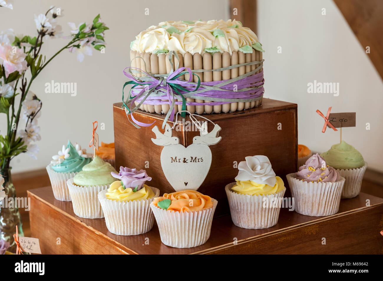 Cup Cakes Wedding Cake Photos Cup Cakes Wedding Cake Images Alamy