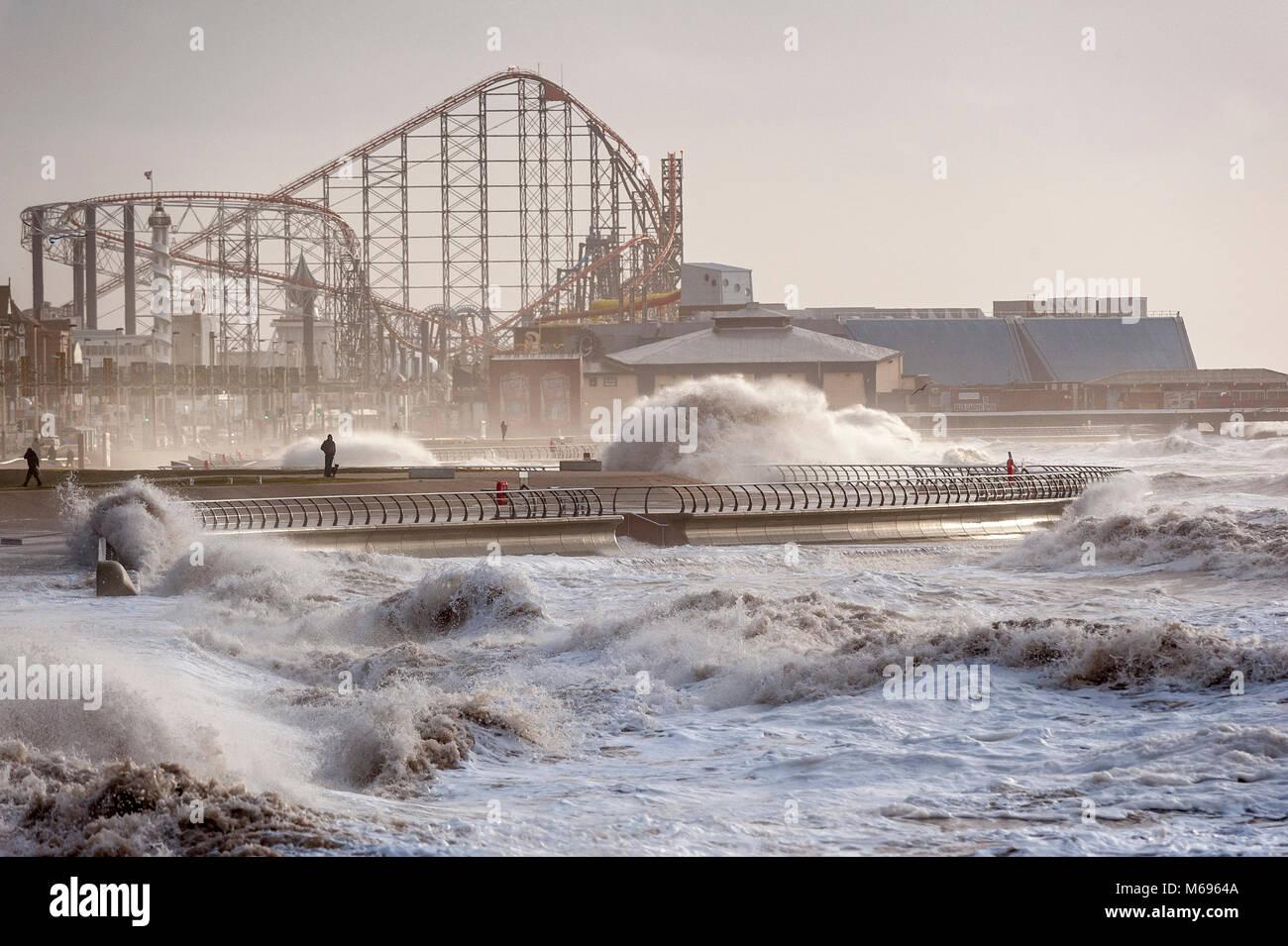 Haute mer sur la côte Nord à Blackpool Lancashire UK accueil de la célèbre Pleasure Beach Photo Stock