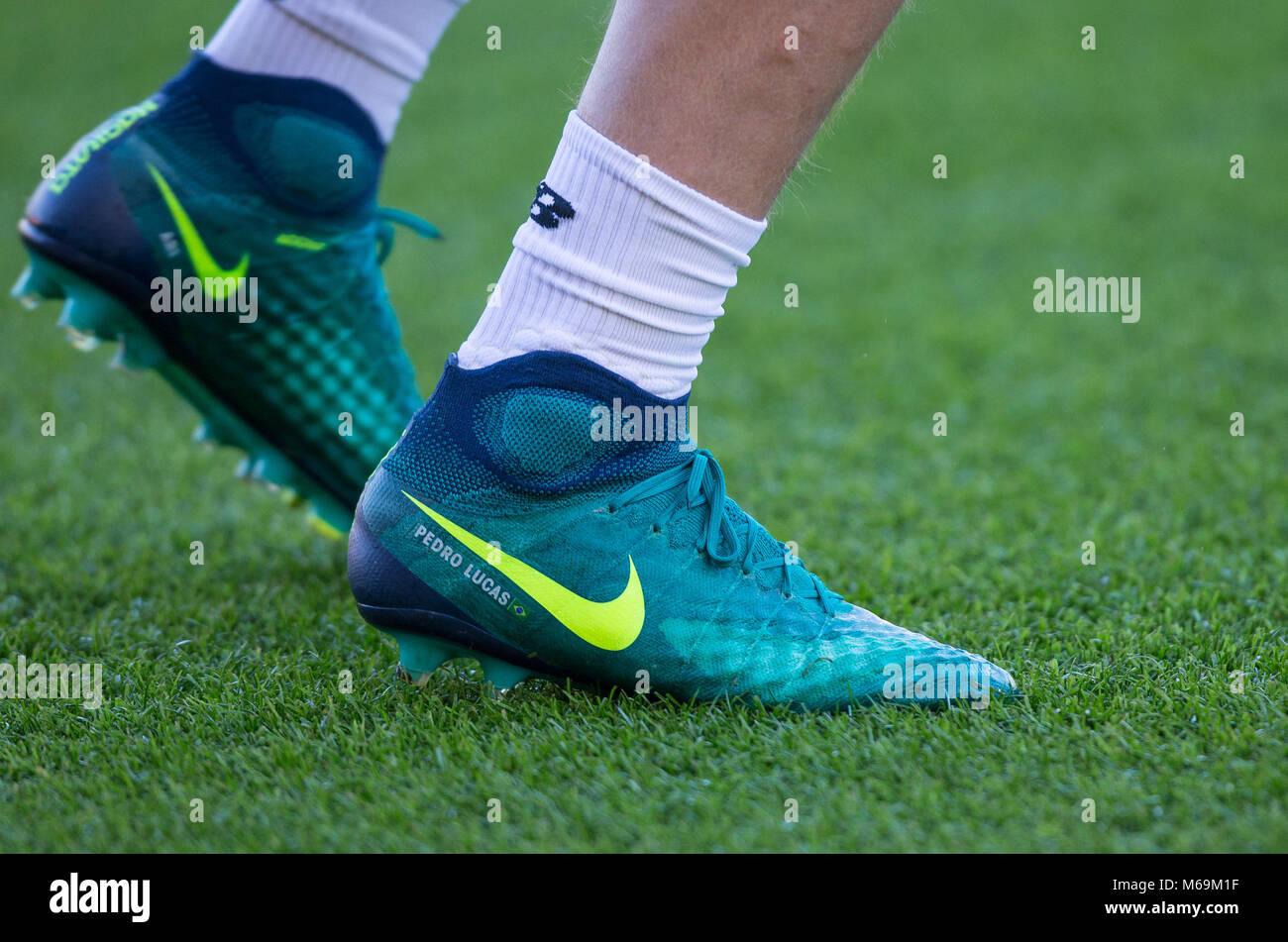 Lucas Leiva de Liverpool, chaussettes et chaussures de ...