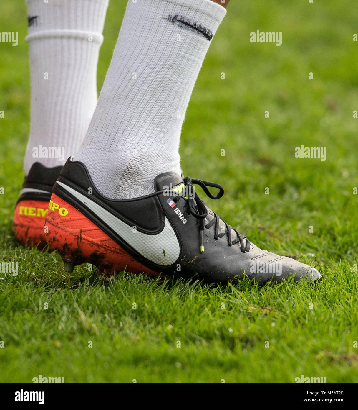 artisanat de qualité Chaussures de skate pas cher à vendre Younes Kaboul défenseur Watford chaussures de football nike ...