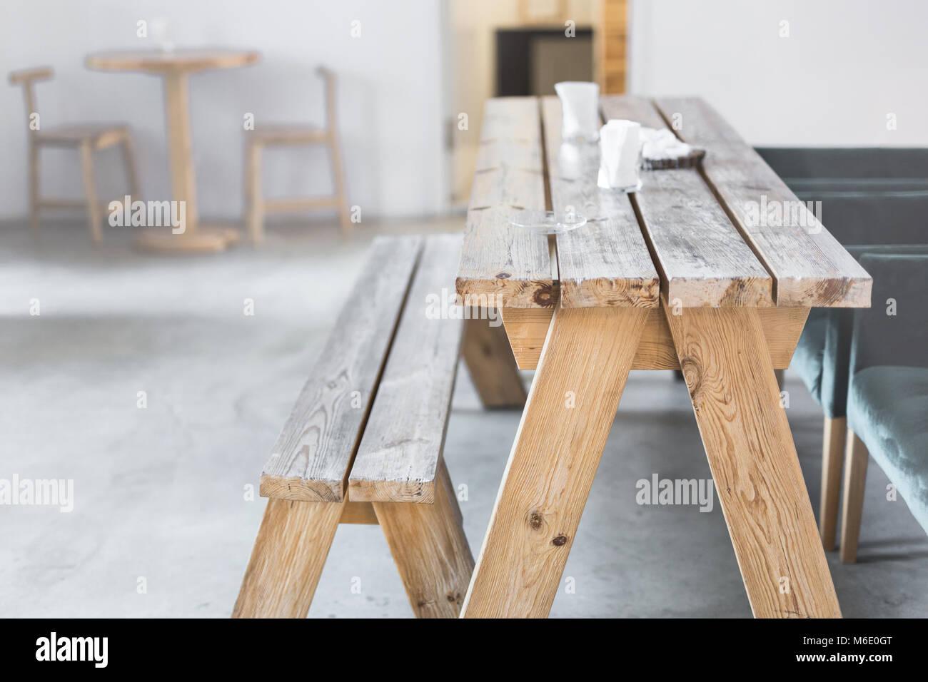 Table Et Banc En Bois A L Interieur Interieur Rustique Et Rural
