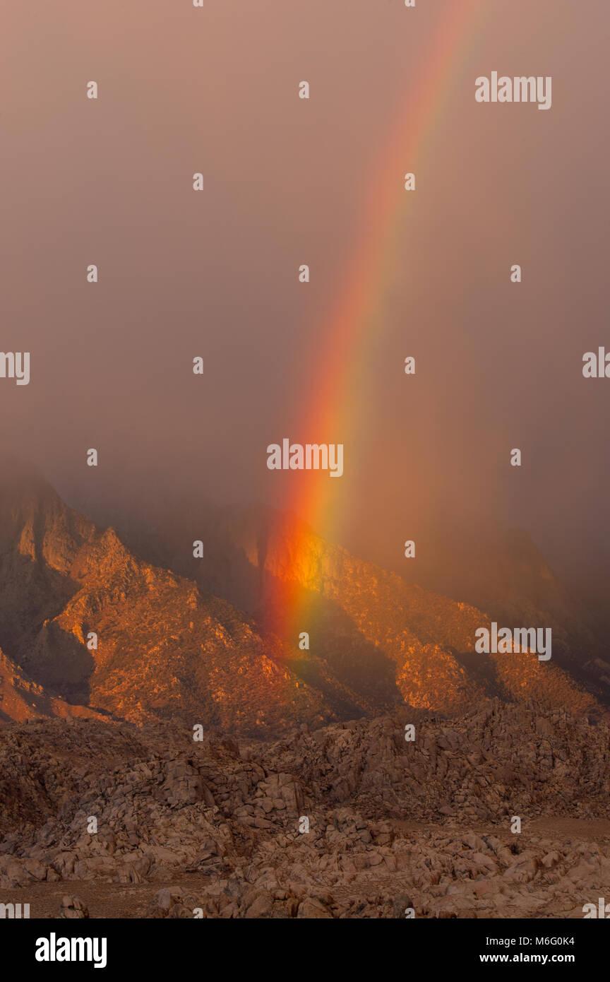 Arc-en-ciel, Alabama Hills, l'Est de la Sierra, Inyo National Forest, Californie Photo Stock